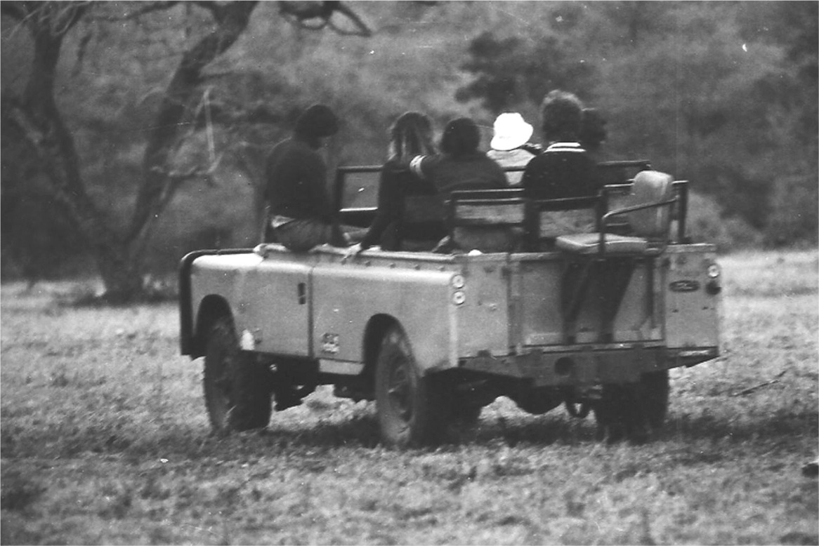 Old School Land Rover Executive GVV full