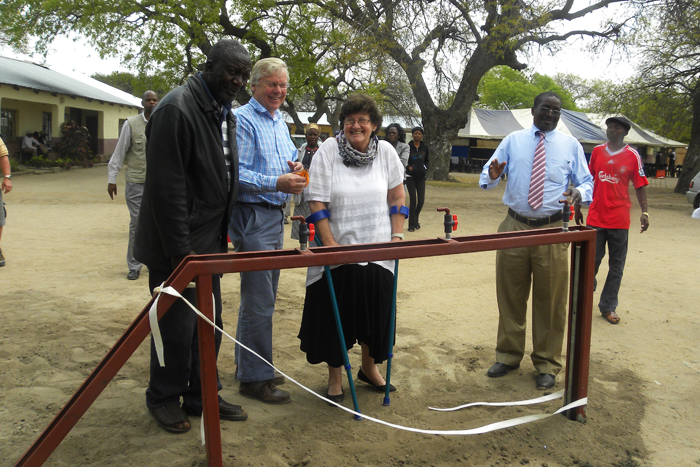 Mo-Groch-cutting-the-ribbon-along-with-the-other-dignitaries-Witness Mnisi