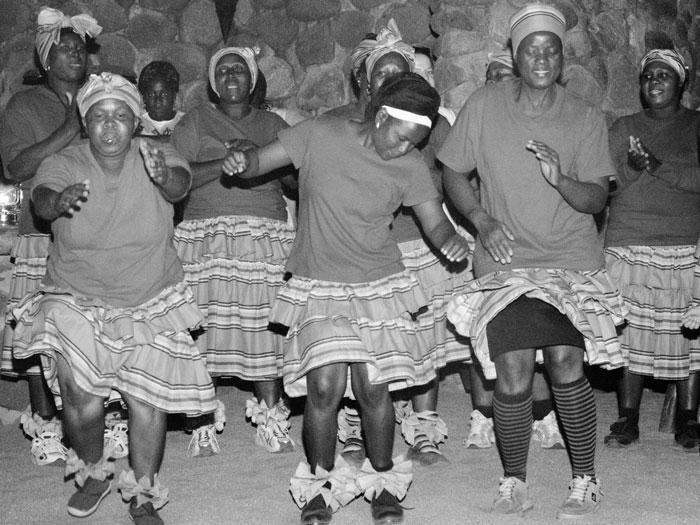 The Londolozi Choir dancing