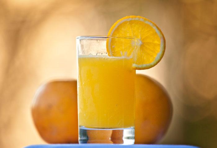 Orange-Juice-with-oranges-backlit