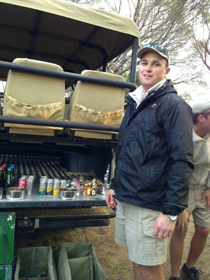 A little drinks stop during game drive