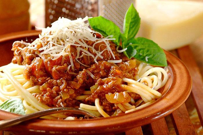 spaghetti-bolognaise-1700-1700x1137