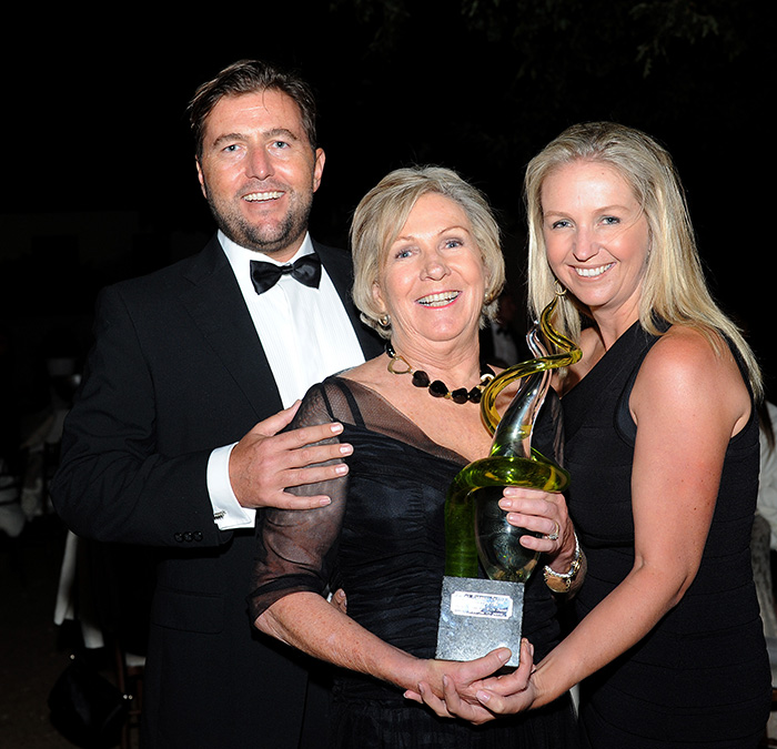 Mike, Norma and Jenny Ratcliffe at the presentation of the 1659 Wine Icon Award 2015